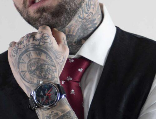 Tattoos und Krawatten – der ultimative Look!